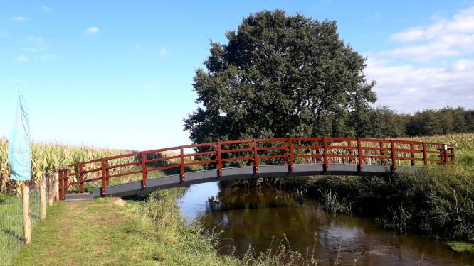 Nieuw, smal bruggetje over Aa verbindt Vorselaar met Herentals voor de wandelaar