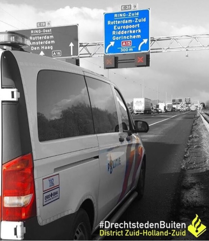 Bestuurders negeren rood kruis op A16 bij Hendrik-Ido-Ambacht.