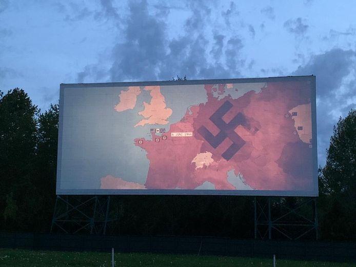 Vertoning van de film Slag om de Schelde in Twilight Drive-In bioscoop in Langley.