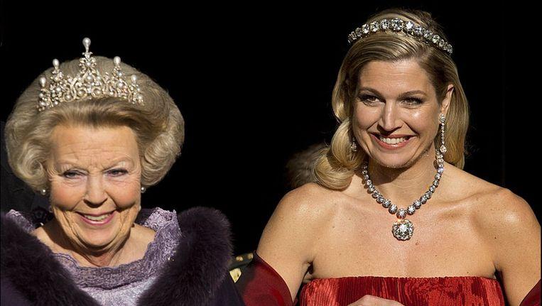 Koningin Beatrix en prinses Máxima in haar rode jurk van Valentino. Beeld PHOTO_NEWS