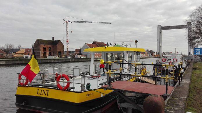 De 'Lini' verzekert vanaf woensdag de verbinding tussen beide oevers aan Humbeek-Sas.