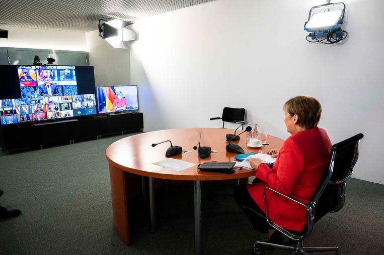 Merkel tijdens een Europese onlinetop op 19 juni. Beeld EPA