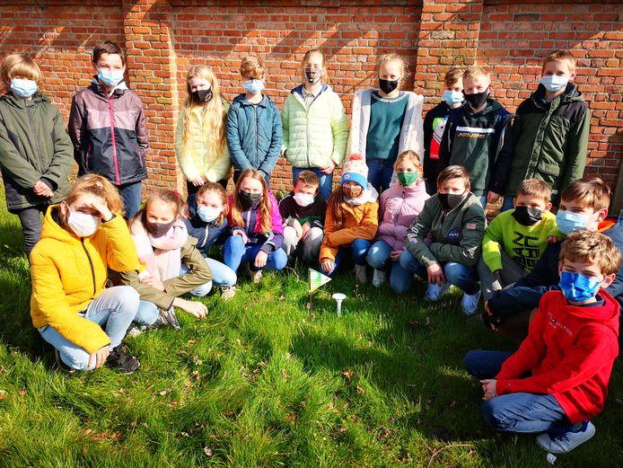 De leerlingen van het zesde leerjaar gaan de komende maanden CurieuzeNeuzen in de schooltuin.