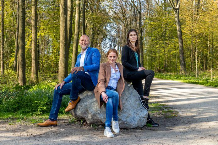 Jan van de Venis(46), Jessica den Outer(24) en Dagmar Ravensbergen(38) in Amelisweerd.