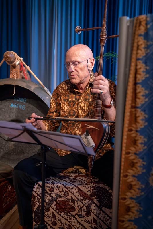 De muzikanten van Widosari ondersteunden het Wajang poppenspel van Ki Joko Susilo.