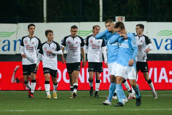 Helmond Sport viert de 1-0 tegen Jong PSV.