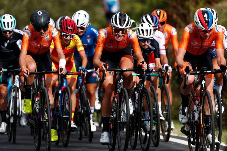 Annemiek Van Vleuten, Demi Vollering en Anna van der Breggen aan kop tijdens het WK wegrennen 2020 in september 2020, Italië. Beeld Getty Images