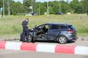 Op het parkeerterrein van het benzinestation aan de A4 bij Leiderdorp is maandagochtend een overleden persoon aangetroffen op de achterbank van een personenauto.
