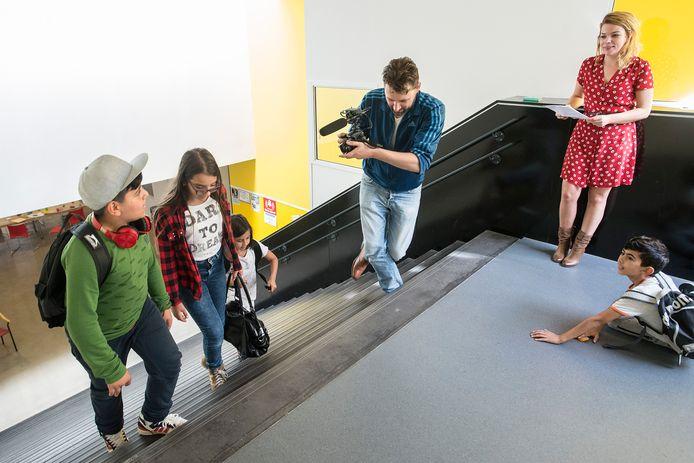 breda-foto : ron magielse zondagschool petje af laat 28 zondagen nieuwsgierige kinderen kennis maken met verschillende beroepen. dit keer gaan ze olv een atrice en cameraman aan de slag met het beroep van acteur.