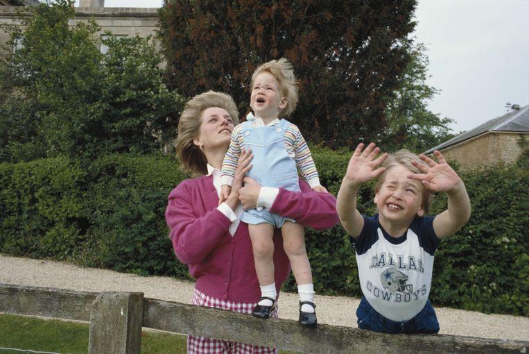 Diana, William en Harry in de tuin van Highgrove House in Gloucestershire op 18 juli 1986. Beeld Tim Graham Photo Library via Get