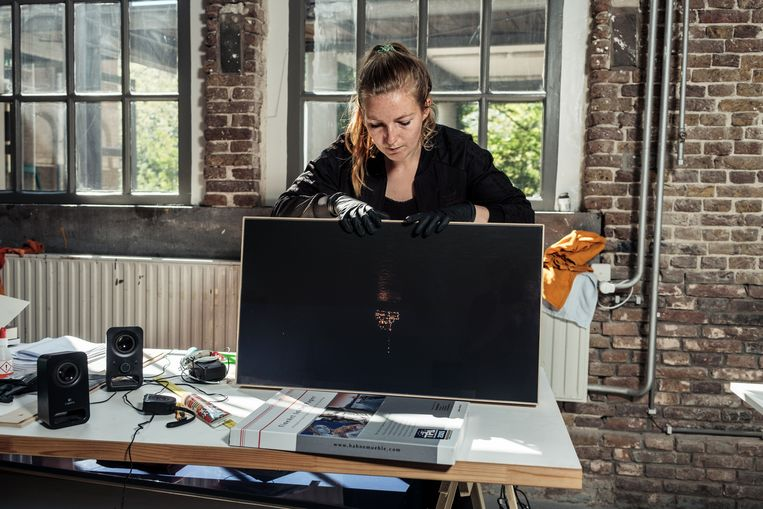 Tanja Egelberts maakte een film over olieplatforms. 'Platforms die in twintig jaar zijn opgebouwd, worden in vier weken in Vlissingen ontmanteld.'  Beeld Jakob van Vliet