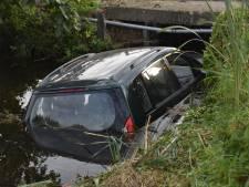 Auto te water in Bergambacht