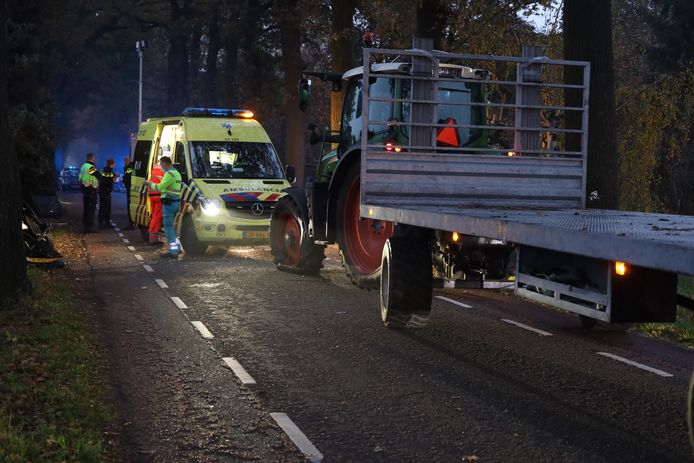 Ongeluk tractor en auto in Veghel.