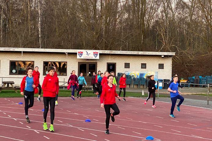 De atleten van Vlierzele Sportief vrezen voor de toekomst van hun atletiekpiste.
