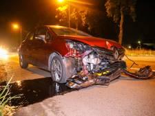 Dronken bestuurder richt ravage aan in Apeldoorn: auto total loss na crash