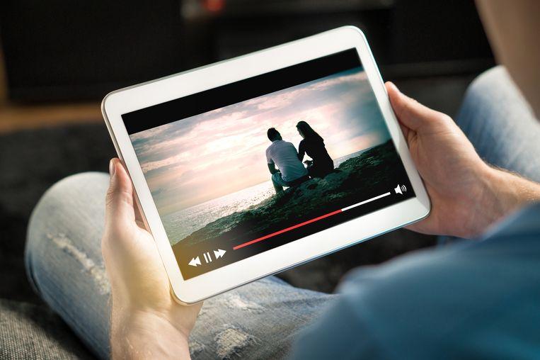 De tablet is niet het favoriete toestel om films te bekijken of betalingen te doen. Beeld Getty
