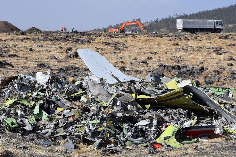 Een gedeelte van het wrak van Ethiopische Boeing 737 Max 8 dat in maart verongelukte. Beeld EPA
