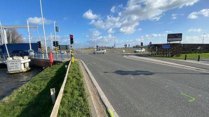 Stad vraagt onderzoek naar extra verkeersveilige maatregelen bij de Gistelbrug