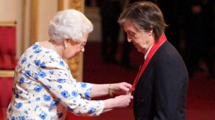 Queen Elizabeth II en Paul McCartney