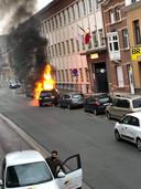 De uitslaande autobrand in de Berkenrodelei.