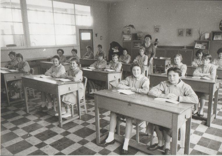Een klas uit de lagere school uit vervlogen tijden.