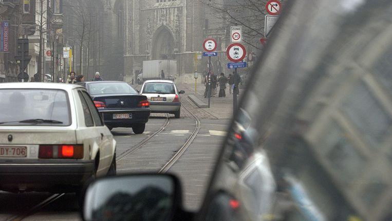 Auto's belanden nog te vaak in de Gentse voetgangerszone. Beeld Filip Claus
