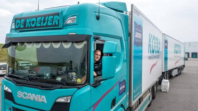 Trucker Jeroen Beenakker parkeert theezakje (doet teabag-challenge) in Yerseke