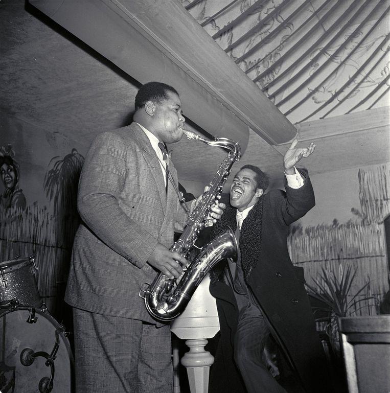 Saxofonist Kid Dynamite in nachtclub La Cubana in 1948.  Beeld MAI/HH