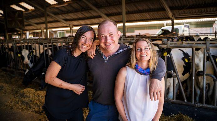 Boer Gerard, hier nog voor het keuzemoment met links Marijke en rechts Daphné die uiteindelijk allebei zelf vertrokken op de boerderij.