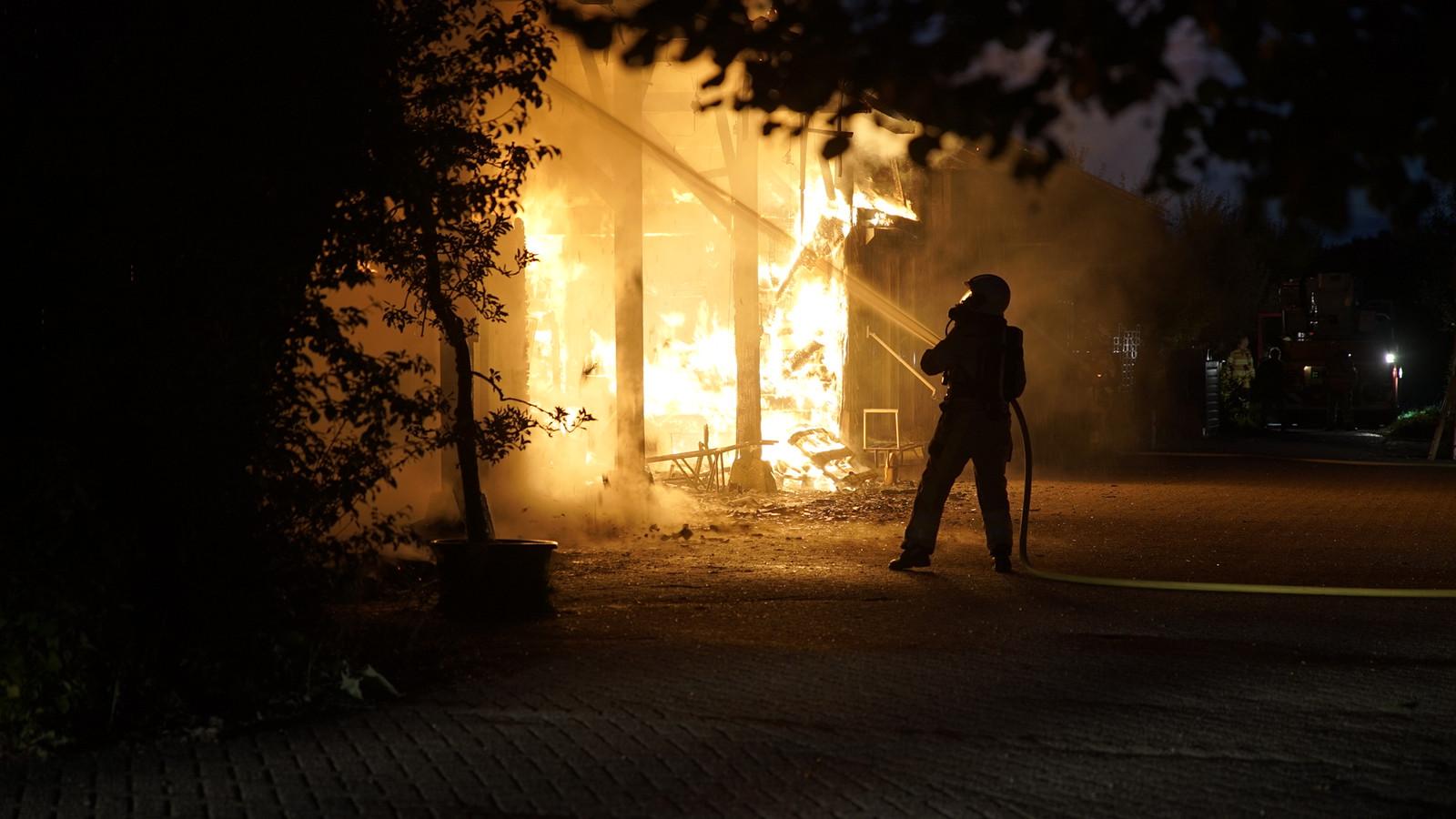Een flinke vuurzee bij het Hof van Twello, de eerste woensdag van oktober.