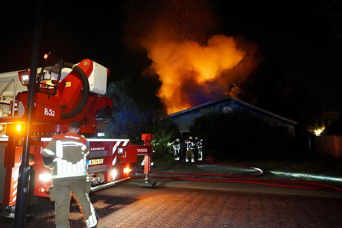 Flinke brand in leegstaande loods in Bavel.