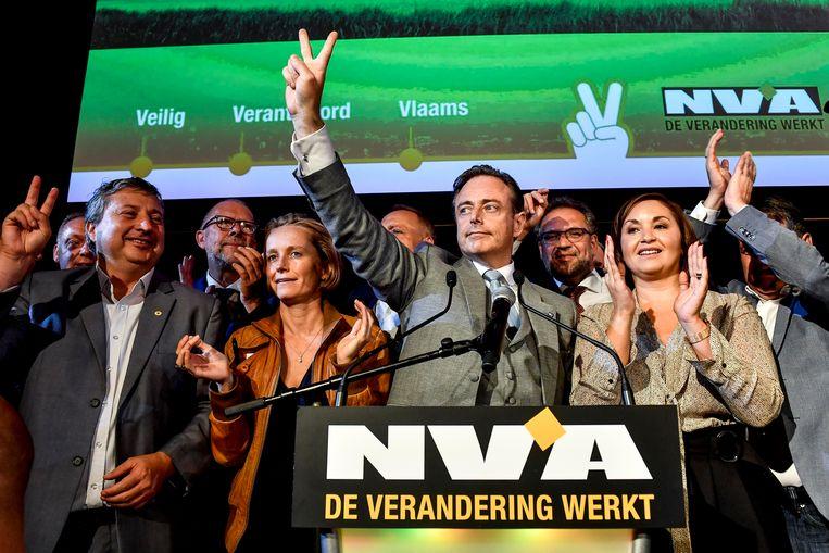 Ludo Van Campenhout, Annick De Ridder, Bart De Wever en Nabilla Ait Daoud na de gemeenteraadsverkiezingen in Antwerpen van 14 oktober 2018.  Beeld BELGA