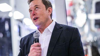 """""""Whoa, het werkt"""": Elon Musk stuurt Twitterbericht doorheen de ruimte"""