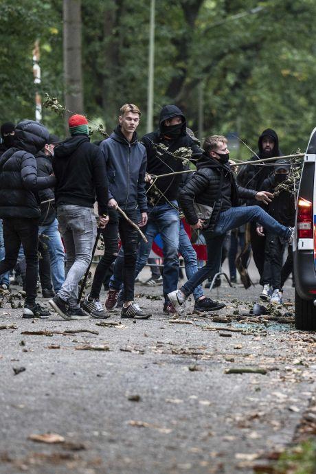 Politie dreigt herkenbare beelden te publiceren van relschoppers NEC - Vitesse: 'Was je erbij? Kom je melden!'