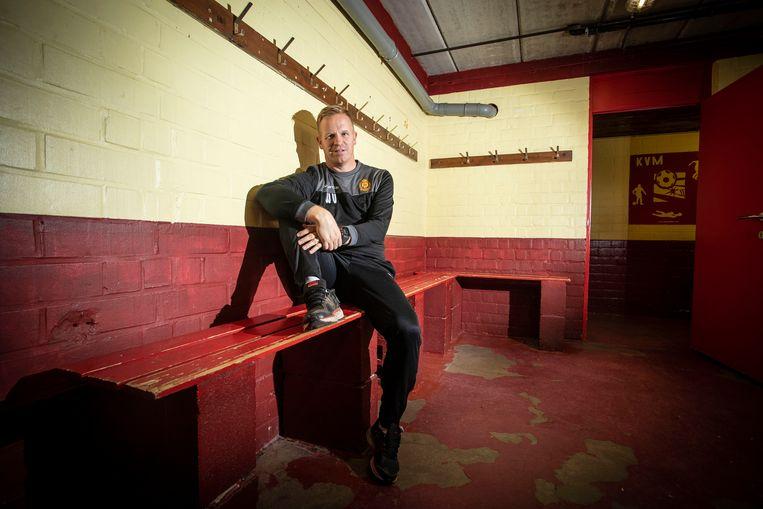 Coach Wouter Vrancken in één van de kleedkamers op de 'Kleine Malinwa'