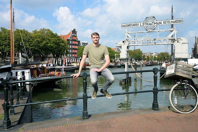 Milan de Koff in het centrum van zijn woonplaats Dordrecht.