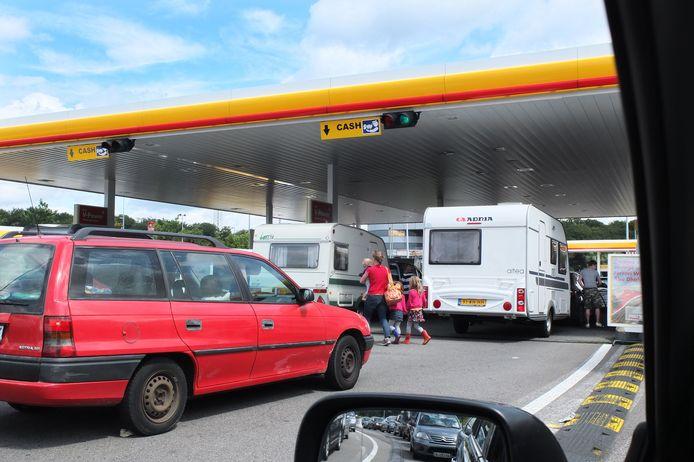 Veel vakantiegangers tanken in Luxemburg omdat de benzine en diesel veel goedkoper zijn.