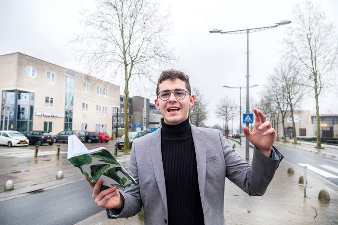 Thijs Kersten is vanaf nu dorpsdichter van de gemeente Heumen.