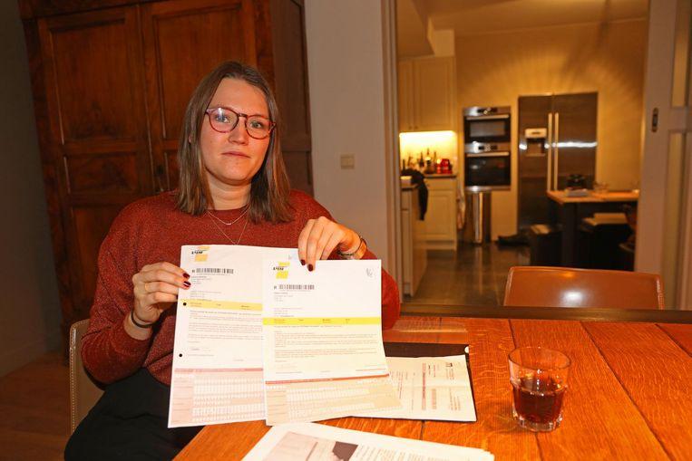 Stefanie Heyvaert met het proces-verbaal dat ze van De Lijn kreeg.