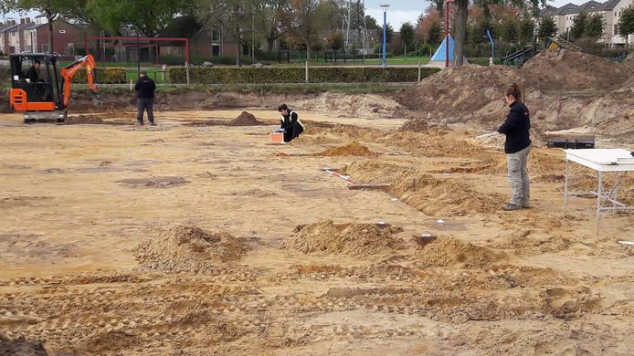 Archeologen leggen bij de straat Almstein de contouren van een woning uit de Romeinse tijd bloot.