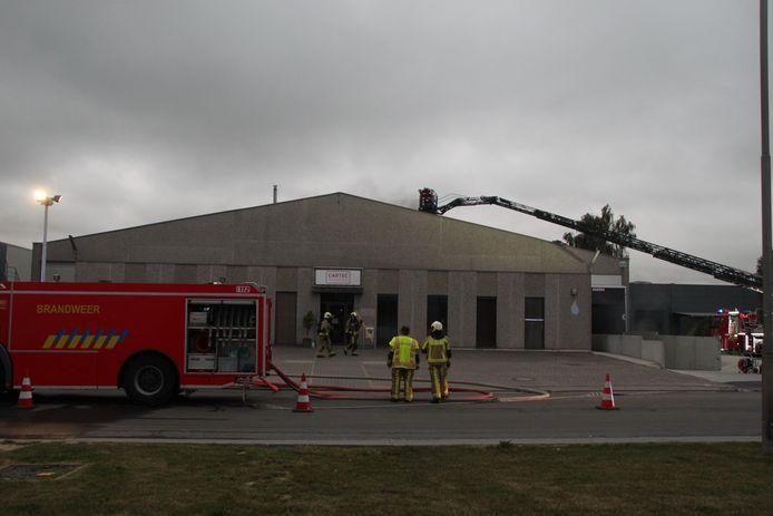 Het volledige bedrijfsgebouw van Cartec Packaging kwam onder de rook te zitten.