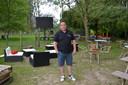 Bjorn Van Schelvergem in zijn nieuwe zomerbar van brasserie Goestink in Haaltert.