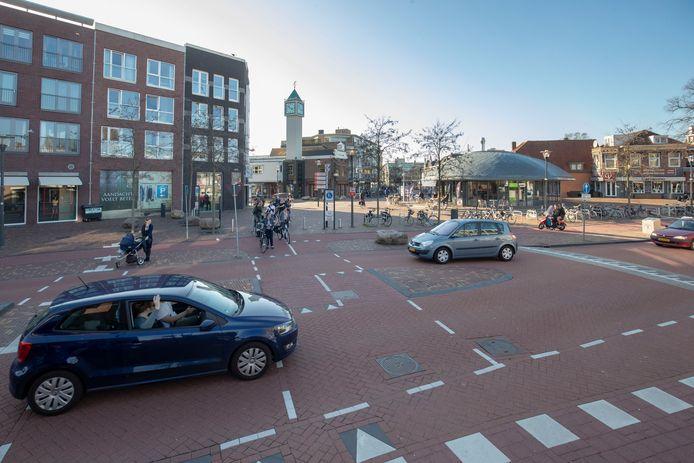 De verkeerssituatie voor de aanleg van de rotonde.