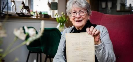 Truus (86) kreeg bedankbrief van oorlogsheld voor onderdak in 1940: 'Was dit de neef van Churchill?'