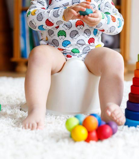 Heeft zindelijkheidstraining zin? 'Plassen en poepen lijkt een instinct, maar baby's moeten dat leren'