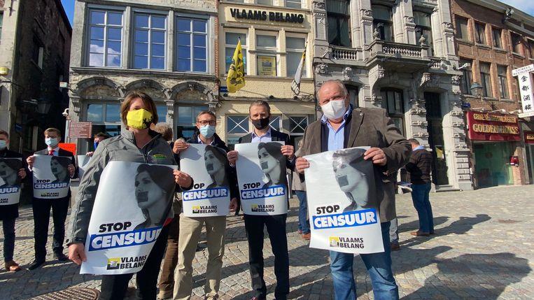 Vlaamse Belang protesteerde in Mechelen tegen het vonnis van de rechtbank.  Beeld Tim Van der Zeypen