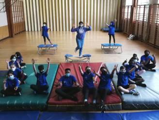 Geen 'Blue Monday', maar 'Happy Monday' in Atheneum: Leerlingen en leerkrachten komen in blauw en met vrolijke touch naar school