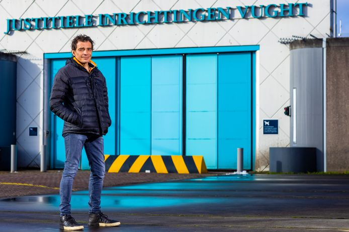 Bart Luining werkt na zijn alcoholverslaving als ervaringsdeskundige bij PI Vught, dit blijkt een succes en door de drukte komt er een collega bij.