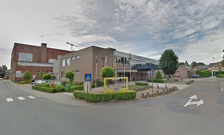 De gemeentelijke sporthal in de Dendermondestraat.