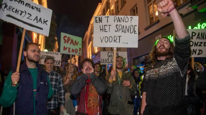 Pandemisten niet van plan om gekraakt Caermersklooster te verlaten zonder belofte dat het publiek bezit blijft